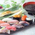 金沢まいもん寿司 - うに、白えび、のど黒の上ネタ13貫と手巻「金沢百万石握り」