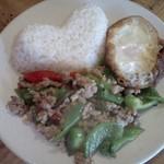 タイ呑み トレンディ - ガパオムーサップ