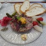 ビストロ ダイア - 北海道産鴨のタルタルステーキ。アニスのアクセントが素敵です。