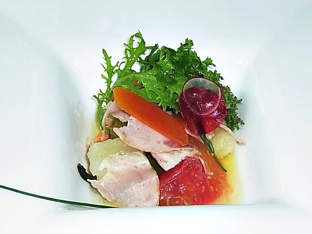 オーベルジュ・オー・ミラドー - 中からソーセージや種々の野菜が