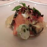 ミチノ・ル・トゥールビヨン - スイカとアワビの冷製コンソメ キューリとマスカルポーネのムース