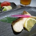 すし王 - 焼魚セット/D(ハマチ塩焼)