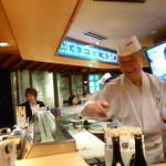 野郎寿司 - 店内はいい雰囲気です!