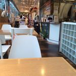 DOG DEPT + CAFE - 店内