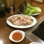 松竹園 - 豚足とサンチュ
