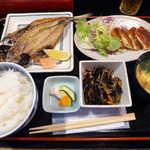 おいしい台所12カ月 - 〔日替ランチ〕あじの開き、ハムカツ、五目ひじき、ニラ玉汁(¥800)