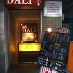 cafe DALI - 「かいだんが ある おりますか?」な外観。