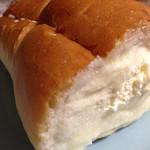 クーズコンセルボ - ☃ホルン☃ シュガーバター入りのパンです。 砂糖のジャリジャリ感が歯に心地よいです^ ^