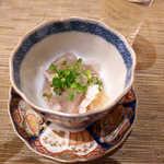旬魚旬菜 仁 - 天然とらふぐの皮ポン酢。ゼラチン質がぷるぷる♪