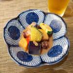 旬魚旬菜 仁 - お通しは、夏野菜と志津川たこの味噌和え。洒落ています