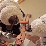ビストロ ティアボ - 中からホロホロ鶏のソテーがでてきたよ。 ボキらはホロホロ鶏って初めて食べたんだけど、臭みはなく やわらかくてジューシーなお味です。 は~い、ちびつぬ、あ~んして~ちびつぬ「美味しい~」