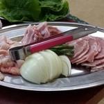 桂ホルモン - 上ホルモン、ラムロール、豚バラ