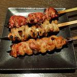 旬彩串焼 だん - きも・かわ・せせり(各136円)
