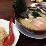 ラーメン神山 - Bセットラーメン¥680円+半炒飯¥280円~(^。、^)