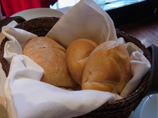 Ristorante Zucchero - パリッとした表面とむっちりした中身のパン