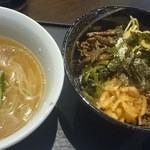 29078897 - ピビンパ&韓国冷麺セット680円、こちらもドリンク付き