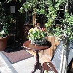 2908985 - 中も外もお花や緑がいっぱい