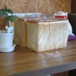 鈴木製作所 - トーストに使った食パン。販売はしていません。