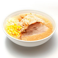 ラーメン一番 - 肉や野菜類をじっくり煮込んだタレで作るコク旨正油スープ。 大きなチャーシュー1枚、メンマ、もやし、ネギ、コーンをトッピングした当店のスタンダードメニュー。