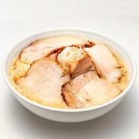 ラーメン一番 - ラーメンに大きなチャーシュー5枚が乗ったボリュームメニュー。 スープは、正油味、塩味、みそ味からお選び頂けます。