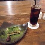 燕食堂 - 抹茶のティラミスと有機コーヒー(アイス)