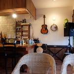 グリーンワールドカフェ - 店内テーブル席
