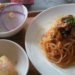 カフェ・ロウライフ - ツナとキノコのトマトソース٩(๛ ˘ ³˘)۶♥
