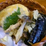 林屋 - 「しそ切蕎麦と野菜の天盛」(1,230円)の天ぷら