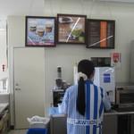 29094450 - ローソンの珈琲はセルフでは無く店員ちゃんが入れてくれる価格は¥185円也