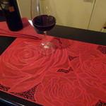 美ワイン処 R - 深紅の薔薇のテーブルマットがいいね