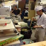 ホテル三泉閣 - 屋外ですが、オープンキッチンで調理!(夏のビアガーデン)