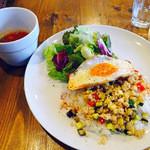 コクトー - フレッシュバジルのチキンガパオライス,スープ付き
