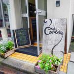 コクトー - 入り口,花で飾られた特徴ある看板