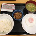29101788 - 目玉焼朝定食を味噌汁付きで200円 牛小鉢\100を追加しました。