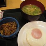 29101789 - 目玉焼朝定食を味噌汁付きで200円 牛小鉢\100を追加しました。