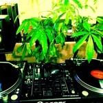 SYNC - DJブースやTVモニター、各種音響設備もございます。小規模のイベントやバースデー、サプライズパーティー等どんな事でもご相談下さい!!貸し切りプランもご用意致しております!!