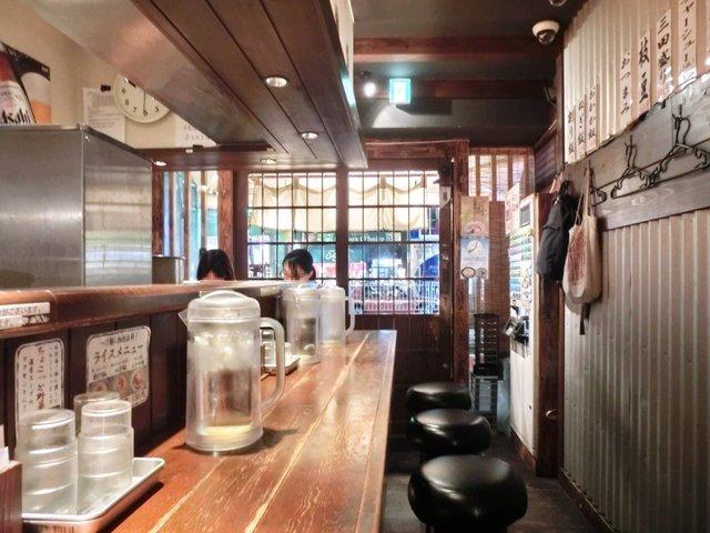三田製麺所 六本木店 - <'11/01/24撮影>店内のカウンター席の風景です