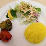 Ashoka - 本日のランチ(サフランライス、サラダ、タンドリーチキン)
