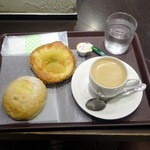 HOKUO - 北海道コーンパン103円、アップルデーニッシュ185円、オーガニックコーヒー200円