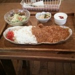 Hashigo Cafe - 手づくりインドカリー(ピクルス、サラダ、ヨーグルト付) 890円