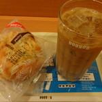 ドトールコーヒーショップ - チーズ&トマトとアイスカフェ・ラテ (2014年7月)