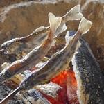 いっぷく亭 - 囲炉裏で炭火焼きのやまめ