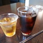29126237 - アイスコーヒーと麦茶です。