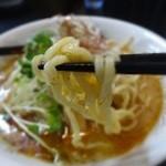 らーめんふぁくとりー のすけ  - 麺は中太麺です(エコ箸が・・・)