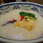 謝朋殿 粥餐庁 - 蒸し鶏と青菜の梅味のお粥¥649-