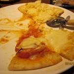 とりかま - 料理写真:ピザ一枚で2種類