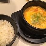 豚夢 - 麦ご飯と韓国チゲスープ  お腹いっぱいなのに食べれちゃう〜♫