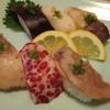 豊鮨 - 料理写真:鯨フェアという幟につられて注文した「鯨にぎり」です。