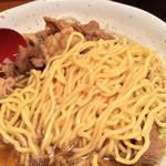 肉肉ラーメン - 麺