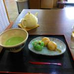 甘味処せんのんじ - 抹茶セット(お抹茶とほたる)と冷しだんご